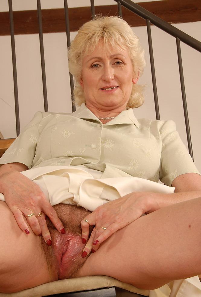 голые женщины в возрасте с широкими бёдрами фото с увеличением